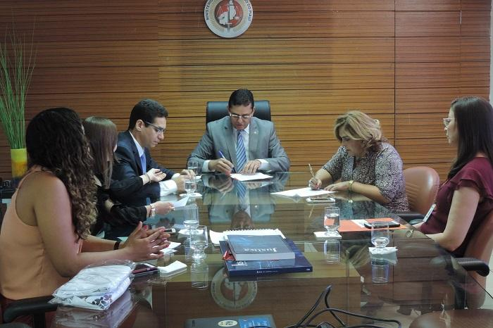 Assinatura do termo de cooperação (Crédito: MP-PI)