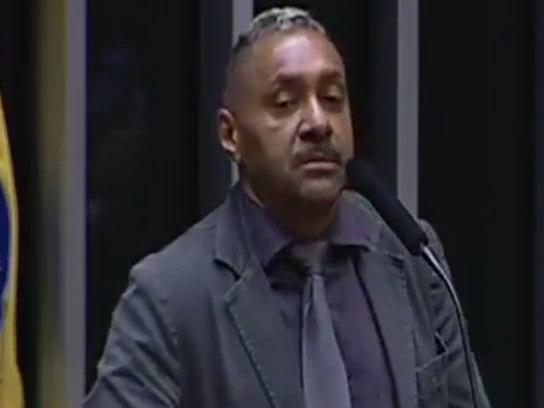 Em discurso no parlamento, Tiririca anuncia que deixará a política