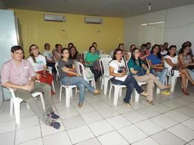 Técnicos e auxiliares de saúde bucal recebem treinamento