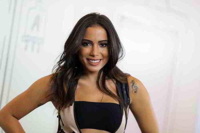 Anitta fala sobre casamento e revela motivo de não fazer festão