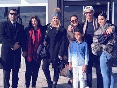 Irmã de CR7 mostra família viajando para premiação do Bola de Ouro