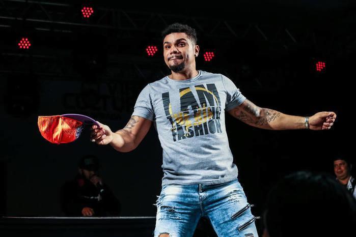 Record cancela contrato com Naldo