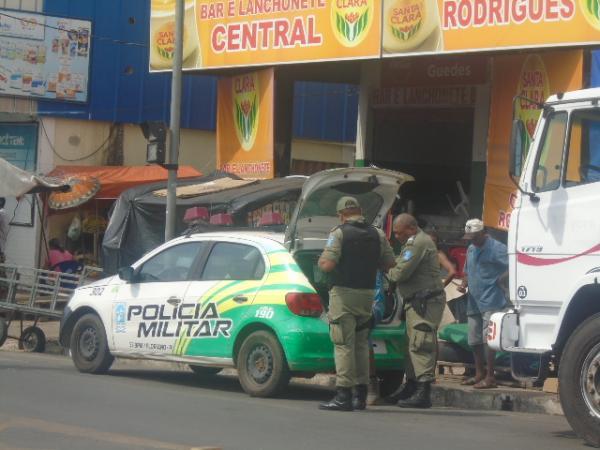Casal é preso após praticar vários assaltos em mercado público