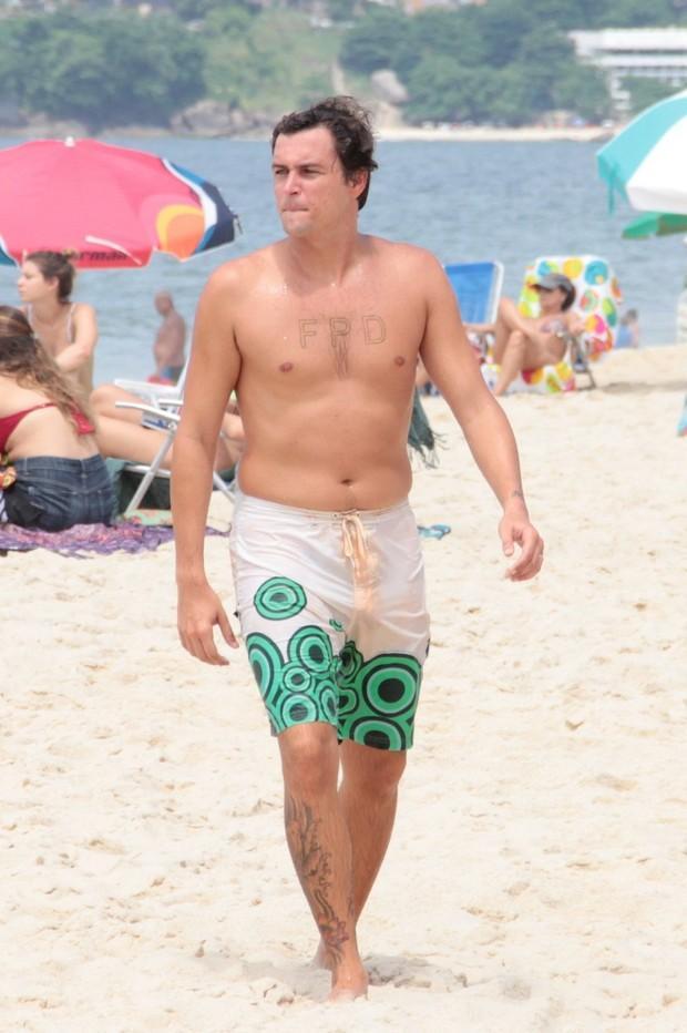 Felipe Dylon na praia de Ipanema  (Crédito: Agnews)