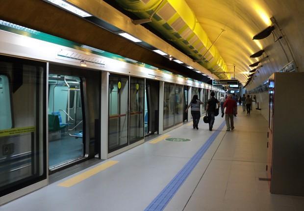 Estação de metrô da Linha 4-Amarela em São Paulo
