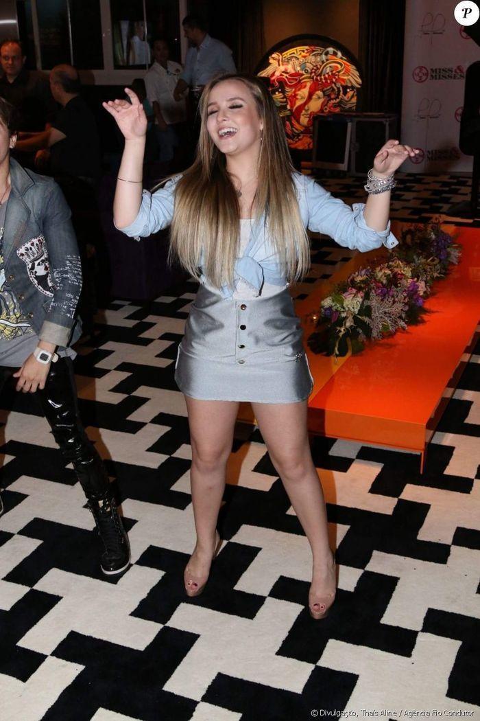 Larissa Manoela dança