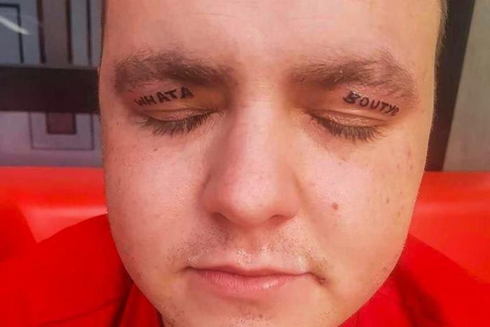 Após despedida de solteiro homem acorda com tatuagens nas pálpebras