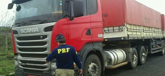 PRF recupera caminhão roubado no Paraná