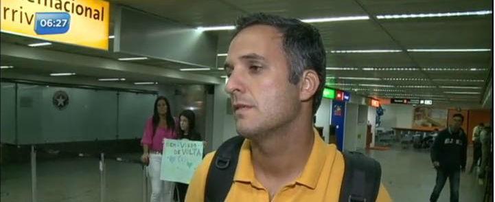 """""""Fomos tratados como criminosos"""", diz repórter preso na Venezuela"""