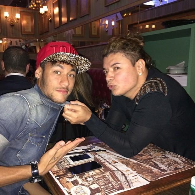 """David Brazil se irrita e nega ter ganhado """"carrão"""" de Neymar"""