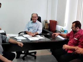 O prefeito de V. Nova do Piauí, cumpre agenda administrativa em THE