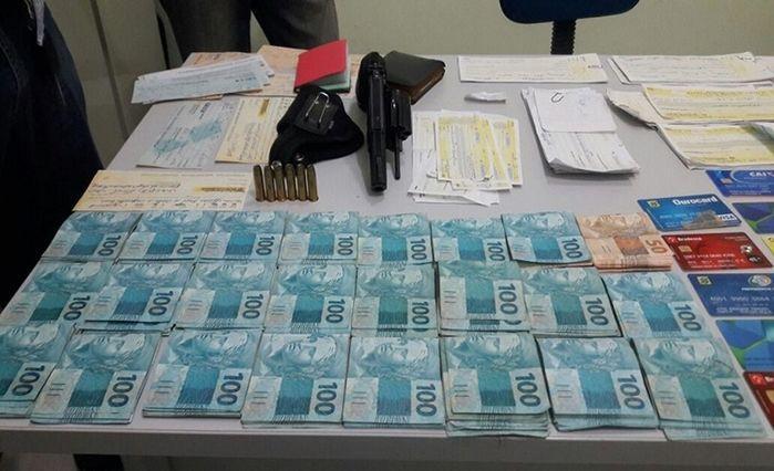Dinheiro encontrado com Raimundo Flor (Crédito: Divulgação)