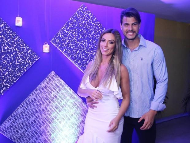 Nicole Bahls e o noivo  Marcelo Bimb (Crédito: Ego)