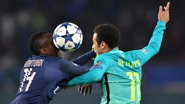 Neymar e Matuid em disputa de bola no jogo da Champions League (Crédito: Getty)