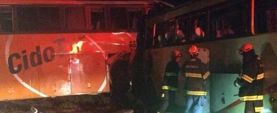 Acidente entre 2 ônibus deixa 8 mortos em Teodoro Sampaio