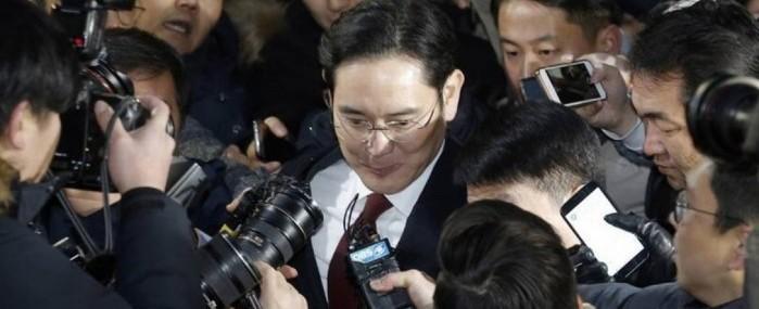 Herdeiro da Samsung é preso por escândalo político na Coreia do Sul