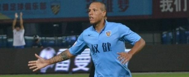 Luis Fabiano rescinde contrato com time da China