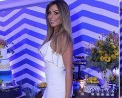 Nicole Bahls sai da festa de Bombom ao encontrar Veridiana Freitas