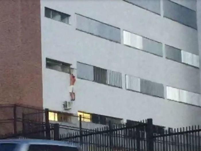 Paciente tenta fugir pela janeia do 1º andar e cai