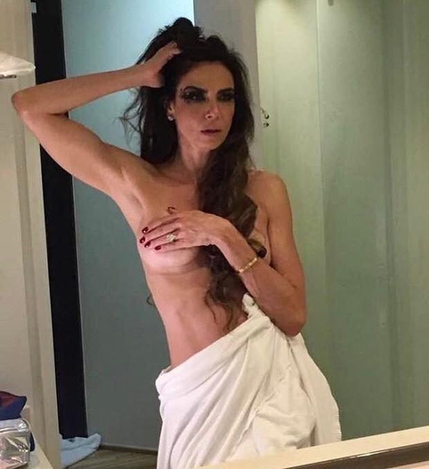 Luciana Gimenez posta foto seminua e faz sucesso na web