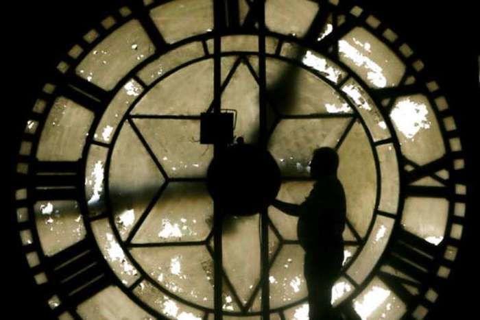 Os relógios devem ser atrasados em 1 hora nas regiões  Centro-Oeste, Sudeste e Sul