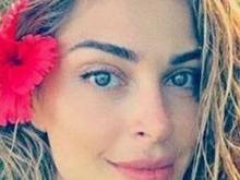 Grazi surge deslumbrante com flor no cabelo e recebe elogios na web
