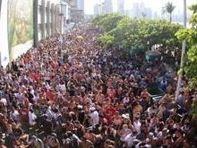 Pré-carnaval termina em briga, atropelamentos e carros depredados