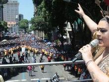 Bloco da Preta Gil arrasta 500 mil foliões pelo centro do Rio