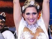 Lívia Andrade exibe boa forma no ensaio da Império de Casa Verde