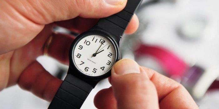 Horário de verão acaba e relógio deve ser atrasado em 1 hora