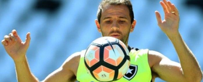 Montillo nem viaja e desfalca o Botafogo em duelo contra o Olimpia