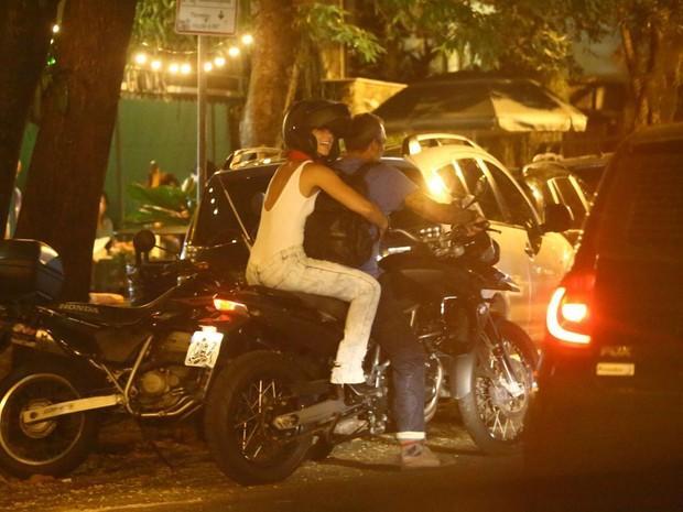 Paolla Oliveira curte noite romântica com o noivo no Rio de Janeiro