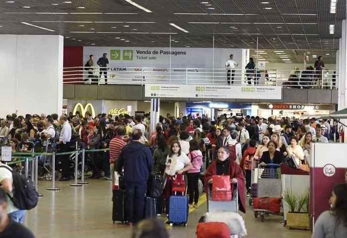 Avião que transportava o passageiro pousou no Aeroporto JK
