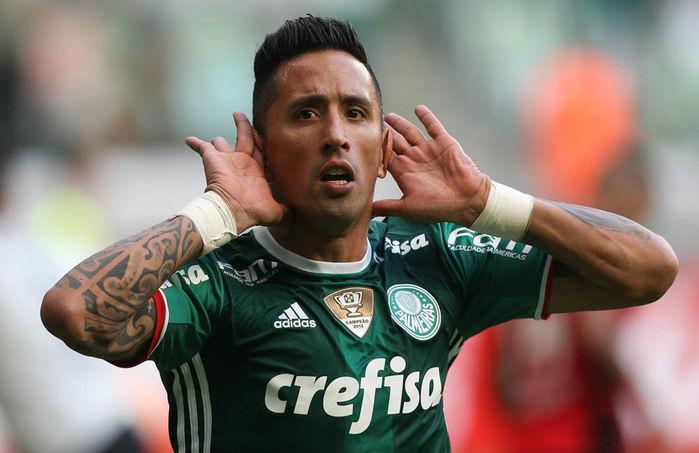 É do Grêmio! Tricolor confirma contratação de Lucas Barrios