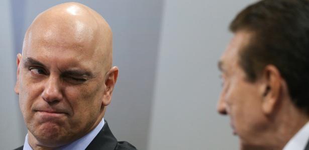 Alexandre de Moraes pisca para o presidente da CCJ do Senado, Edison Lobão