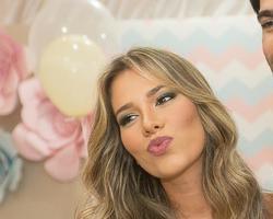 Ex-BBB Adriana expõe 'DR' com marido Rodrigão em rede social