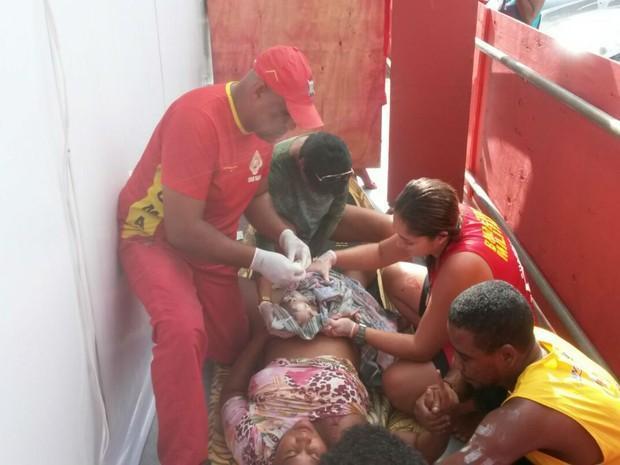 Mulher dá à luz no circuito do carnaval, em Salvador (Crédito: Reprodução)