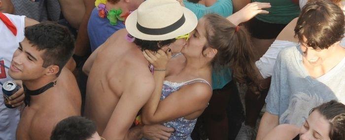 Beijar é bom, mas conheça oito doenças transmitidas pela boca