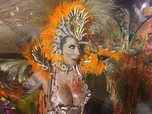 Sabrina Boing Boing logo após o desfile (Crédito: Reprodução)