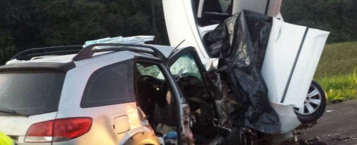 Quatro pessoas morrem após carros colidirem frontalmente na BR-277