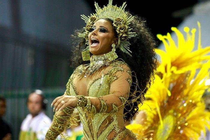 iviane Araújo, rainha de bateria da Mancha Verde, é destaque da segunda noite de desfiles em São Paulo