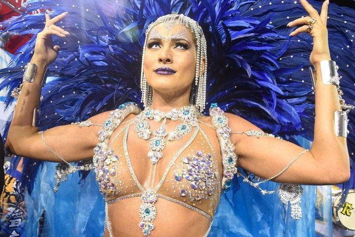 Lívia Andrade é a madrinha de bateria da Império de Casa Verde