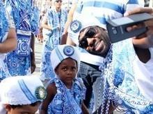 Lázaro Ramos leva o filho ao bloco Filhos de Gandhy, em Salvador