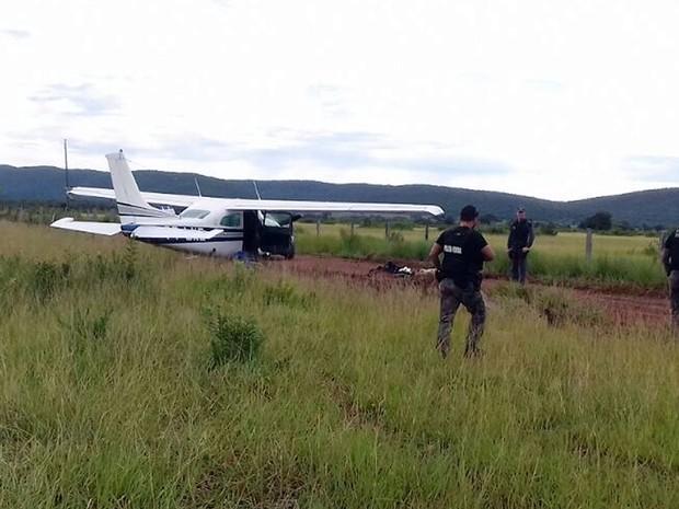 Avião que saiu da Bolívia com 300 kg de droga é interceptado