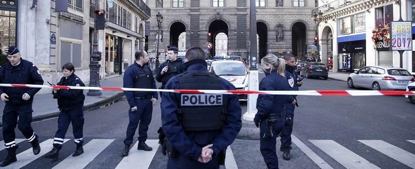 Museu do Louvre é evacuado após disparos nesta sexta (03)