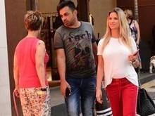 Andressa Suíta passeia com look leve e barriga fica em evidência