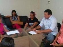 Prefeito Oliveira Júnior conversa com representantes do SINDSERM