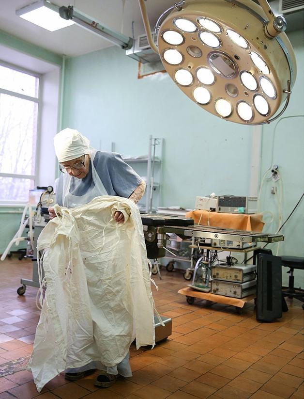 Idosa de 89 anos é considerada a cirurgiã mais velha do mundo