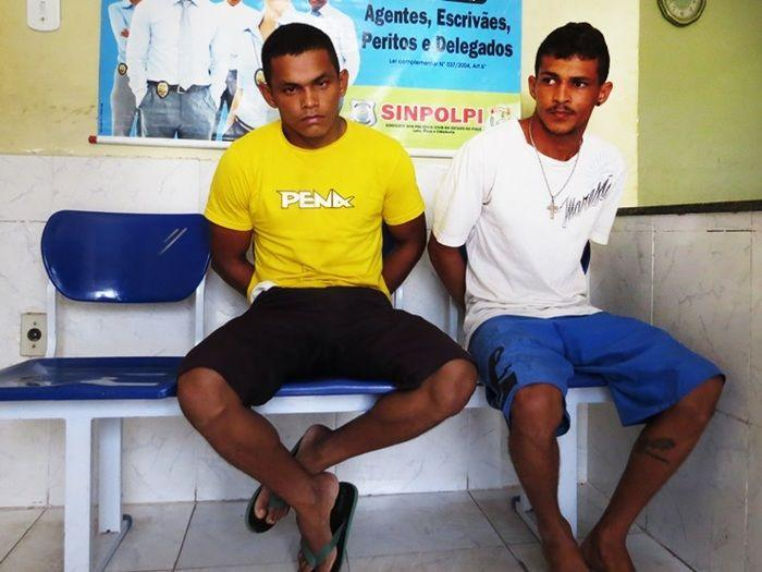 Polícia prende dupla em motocicleta com CNH falsa e droga