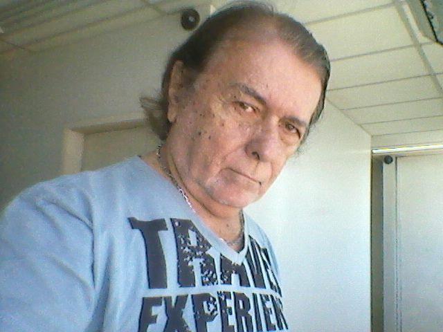 """Vocalista da banda """"Os Brasinhas"""" morre aos 72 anos"""